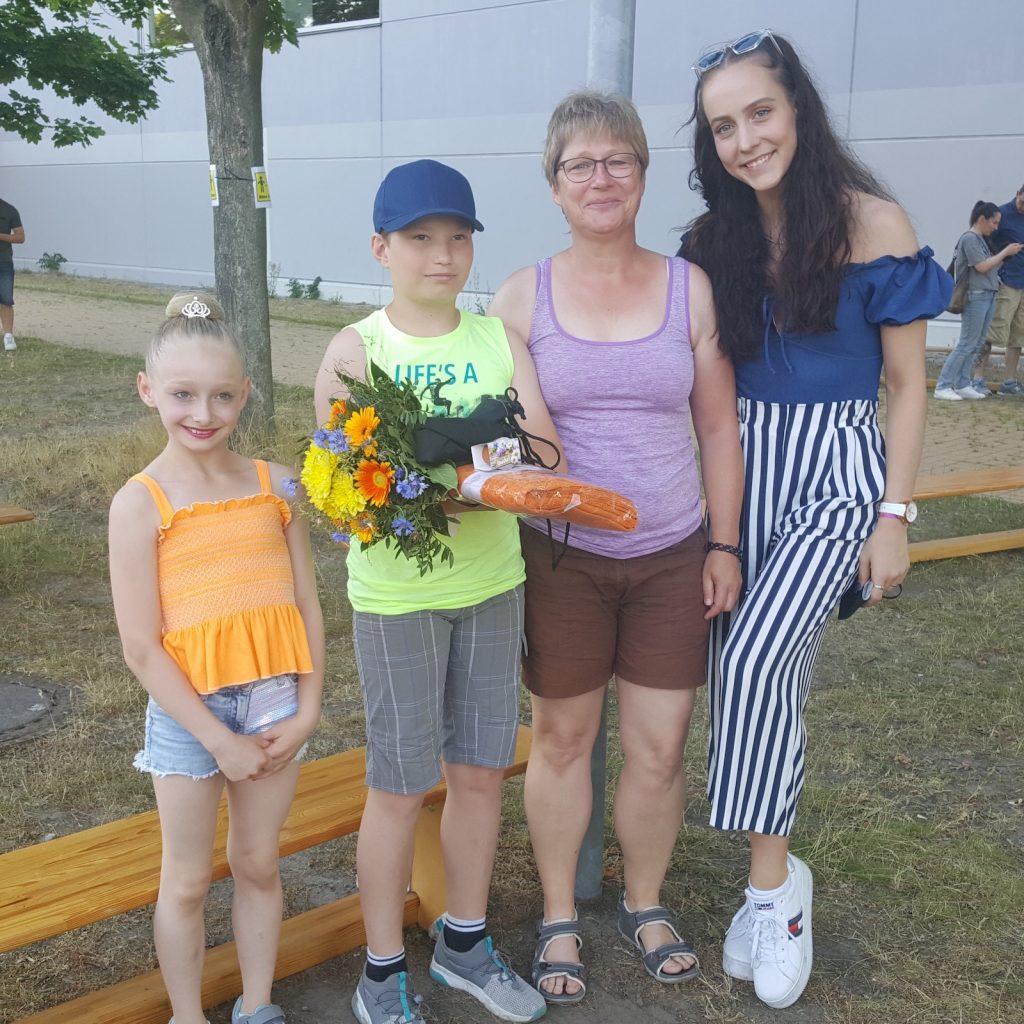rechts auf dem Bild ist Natalie Köhn